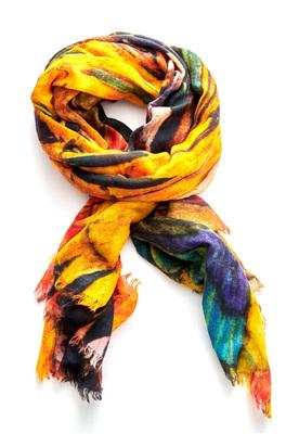 Otracosa shawl woman on yello