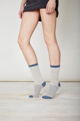 Thought wit met grijze sokken