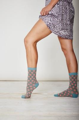 Thought grijze sokken met roze stippen