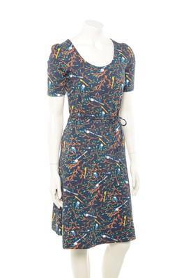 Who's That Girl jurk britt essential blauw